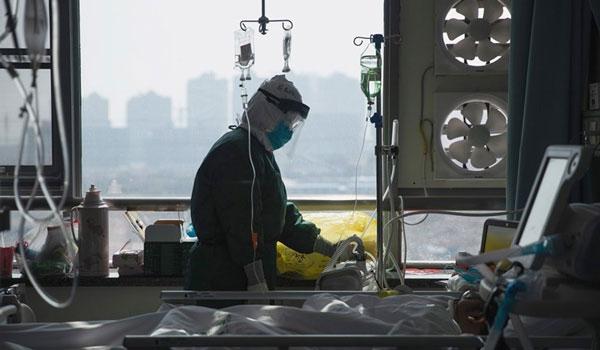 """Συγκινεί Ελληνίδα νοσηλεύτρια στη Γερμανία: """"Τους κρατάμε το χέρι μέχρι να πεθάνουν"""""""